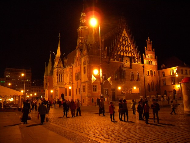 ポーランド ヴロツワフ 旧市街広場夜景