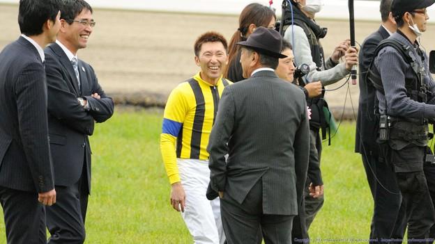 Photos: [140420中山11R皐月賞]照哉さんの前で子供のような笑みを見せる蛯名J