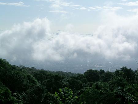 厚い雲の間からチェンマイの町が見えますDSCN4761_R