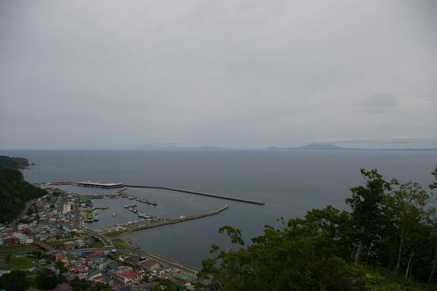 羅臼の街と国後島