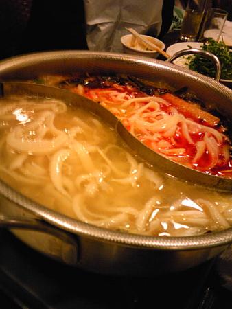火鍋で刀削麺