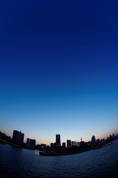 Photos: YOKOHAMA, 18:50.