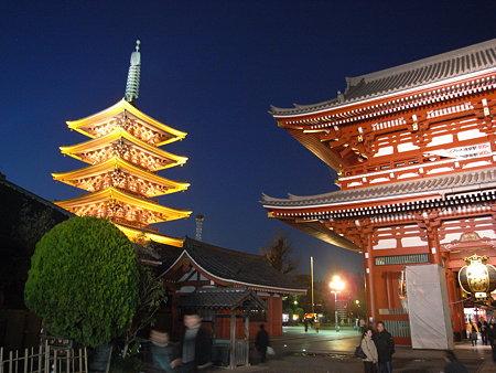 浅草寺本堂と五重塔
