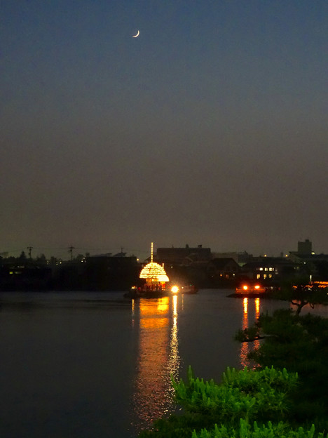 堀川まつり 2014 No - 169:「まきわら船」の曳き廻しを見下ろす月