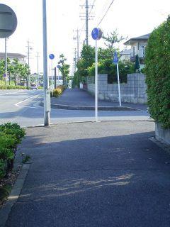 横断歩道が奥過ぎて危険な歩道_桃ヶ丘1