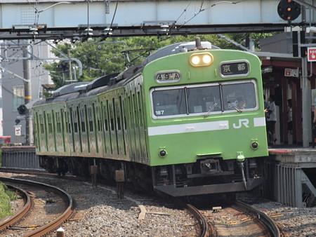 103系普通 奈良線稲荷駅