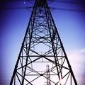 鉄塔の向こうの夕陽へ