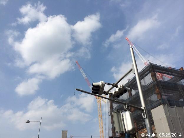Photos: 五月晴れの雲に届けクレーン