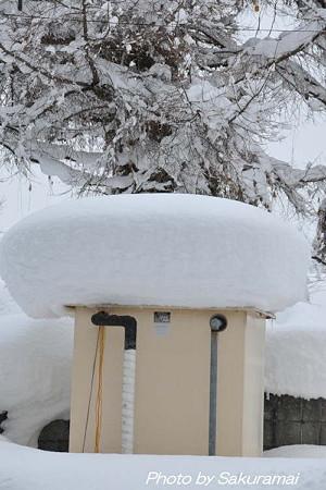 貯水槽の雪