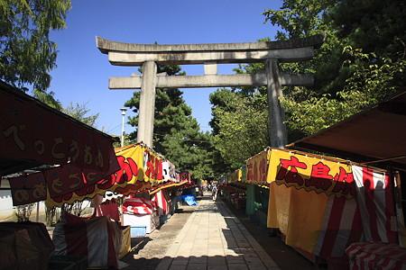 御香宮神社:鳥居と参道