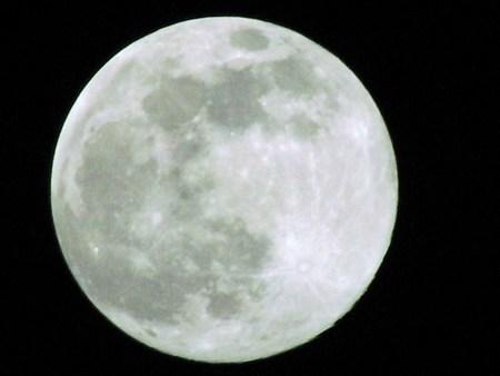 2008年12月12日、18時31分に撮影した月