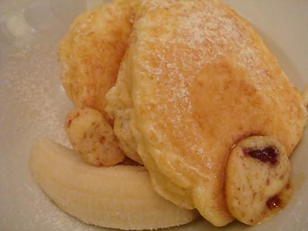 リコッタパンケーキ w/フレッシュバナナ、ハニーコームバターの裏側@bills