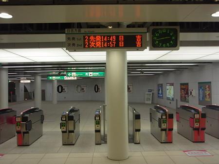 地下鉄中山駅改札口