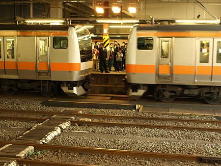 E233系中央線増結(拝島駅)