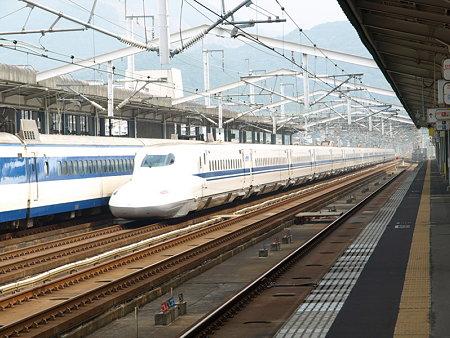 0系R61編成とN700系(新下関駅)