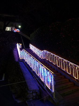 階段の飾り物2(玉川学園駅前)