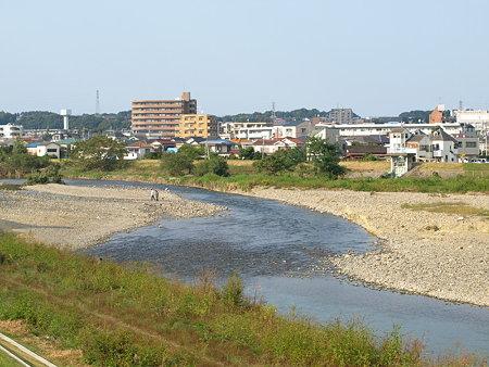 浅川(八高線鉄橋側)