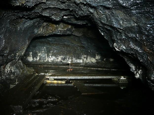 洞穴の奥へ続く道