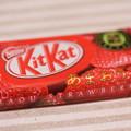 写真: Nestle KitKat 九州限定 あまおう苺 1