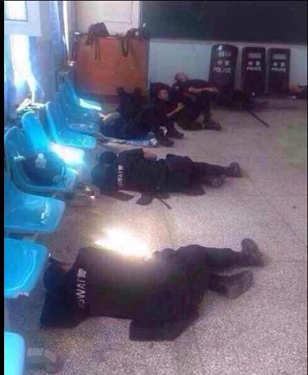 新疆警備のおまわりさんのお昼ご飯と昼寝 (3)