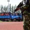 Photos: 新疆ウィグル自治区で55名の公開処刑 (3)