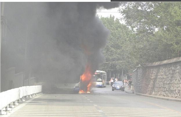炎上するバス 北京での出来事 (6)
