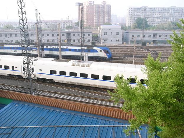 CRH5と長春から到着したZ列車