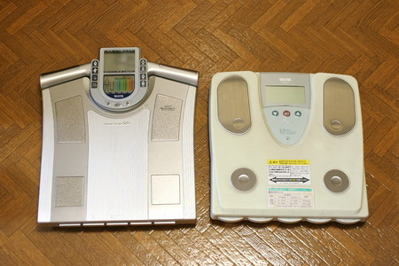 古い体重計と新しい体組成計