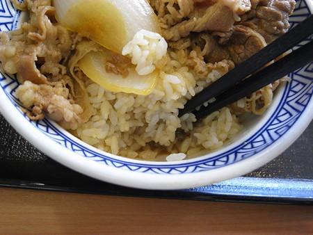 吉野家 上越高田店 牛丼 アタマの大盛り つゆだく つゆの量の様子