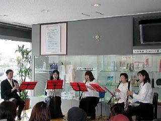 新潟市役所ロビーコンサート演奏中の様子