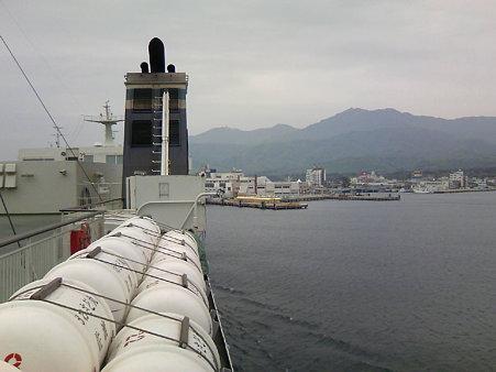 両津港に入ります