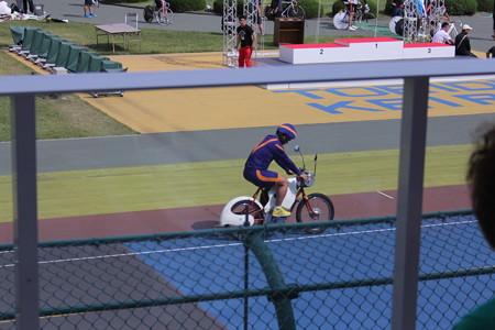 先導マンのサイクルジャージがナントカ戦隊みたい