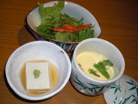 胡麻豆腐、茶碗蒸、サラダ