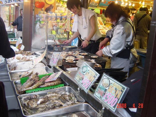 042.店先で海鮮を焼いています♪