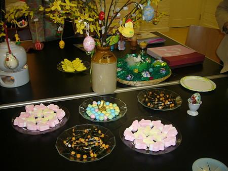 イースター飾りとお菓子