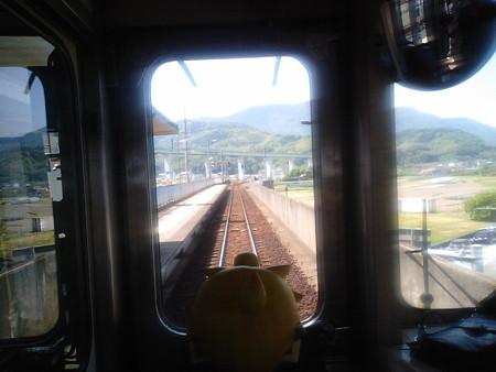 向井原駅に停車。内子線経由は乗り換えです。 レン:「分岐点なのに...