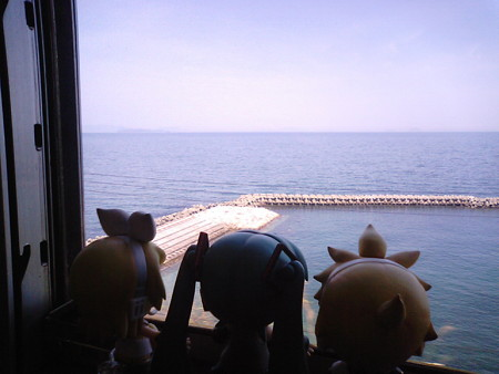 下灘→串 間。 ミク:「海が綺麗すぎて感動ですねー♪」