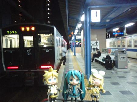 ミク:「宮崎駅に、定刻通り無事に到着しました!」 リン:「おちかれ...