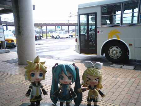志布志からバスで約100分! リン:「垂水港に着いたゅーー!!」 ...