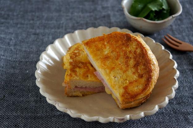 写真: マヨで簡単♪ハム&フレンチトースト風サンド