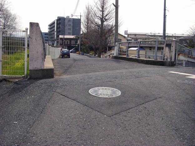 写真: 欄干低かった橋