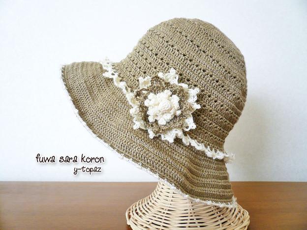 ラミーの夏帽子にお花のコサージュ 1