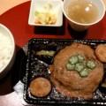 写真: 新宿 寿将'ズキッチン 肉汁ジュウジュウ 元気になる とろろのせ ハンバーグご膳