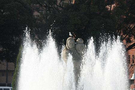 2008.12.20 山下公園 水の守護神にユリカモメ
