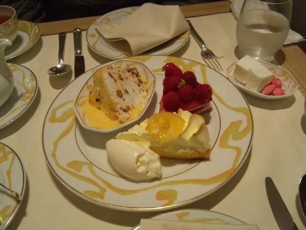 ル サロンジャック・ボリー 3種のセレクトカフェ付き ケーキ