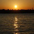 写真: 初日の出、横浜。2009年