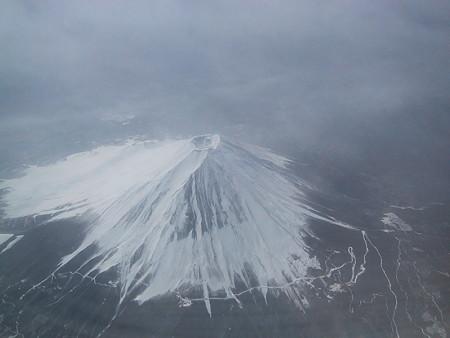 雪の富士山、上空より。