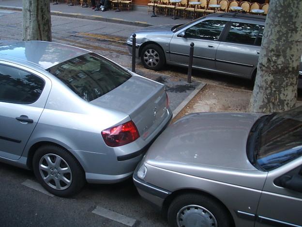 Photos: DSCF0978 パリ名物?縦列駐車
