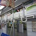 写真: 西武30000系の吊り革