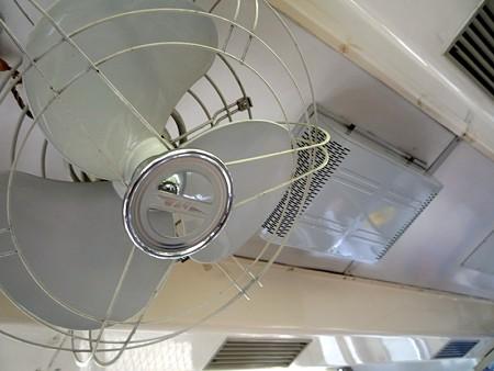 JR飯田線119系・国鉄ロゴマーク入りの扇風機